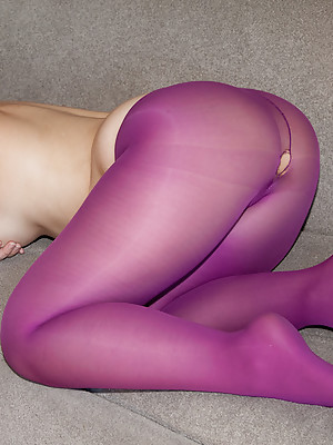Curvy babe in purple tights