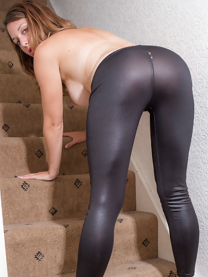 JODIE F ON THE STEPS