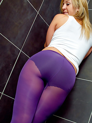 TIGHTS IN THE SHOWER