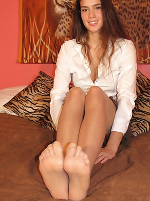 Goegeous brunette in ballet flats shows her perfect soles