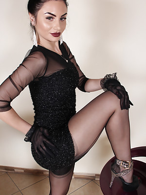 Goddess Ambra in fully fashioned cuban stockings tease you with her perfect feet